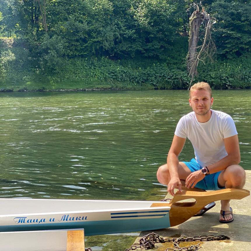 Dajak čamci koje je poklonio Draško zaplovili Vrbasom