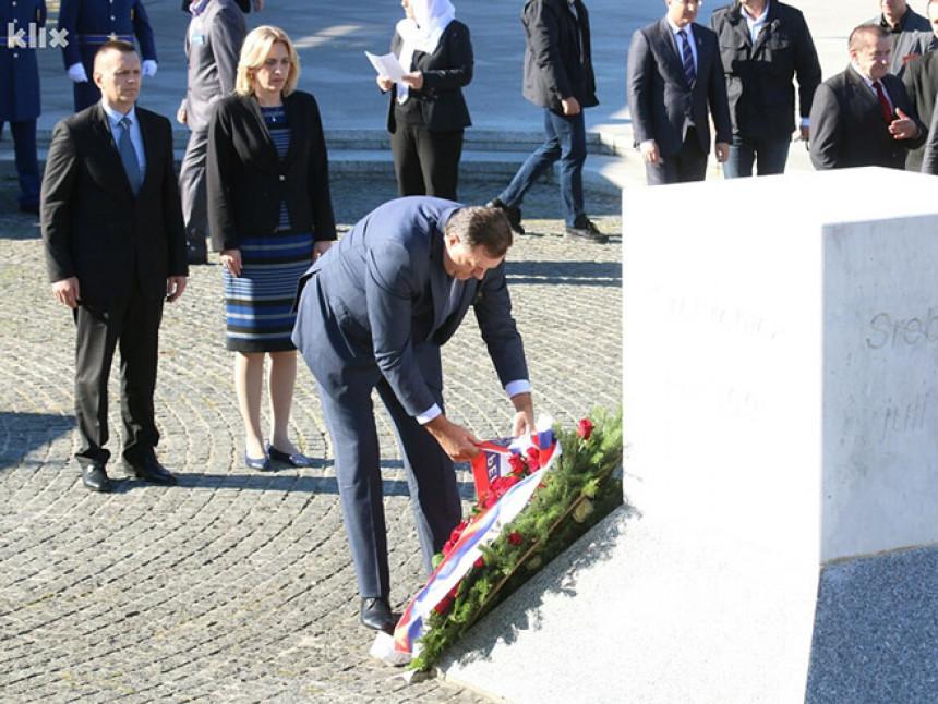 Dodik rekao da se u Srebrenici desio genocid