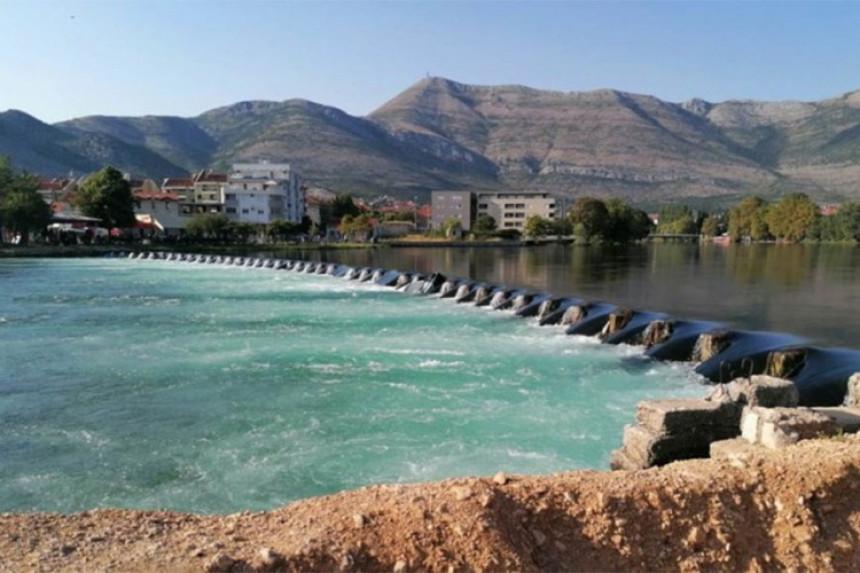 Djeca se kupala u rijeci i našla pet bombi