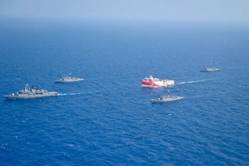 Turci istražuju u Mediteranu, Makron upozorio