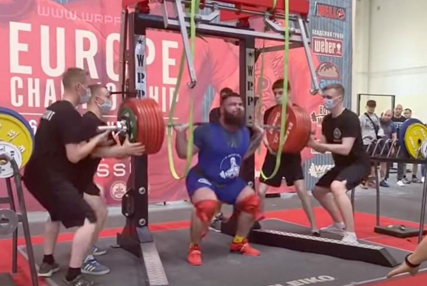 Dizao 400 kg i pukla mu oba koljena
