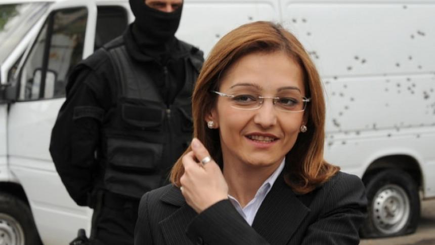 Бивша министарка незаконито купила возило, иде у затвор
