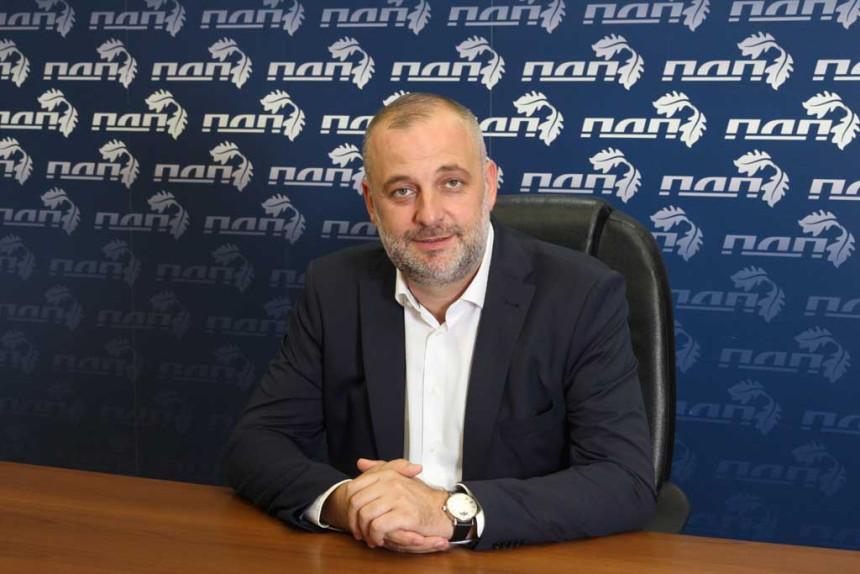 Радојичић објавио да обуставља кампању, па отишао на скуп
