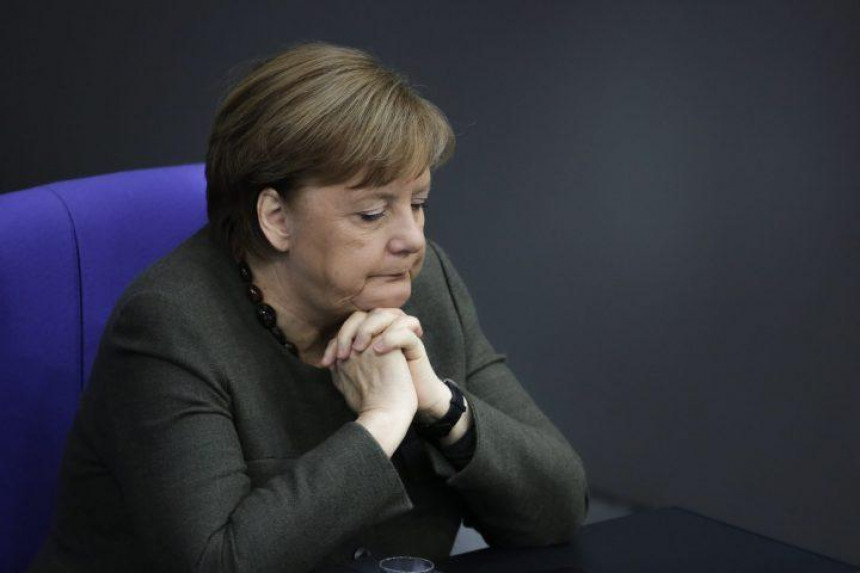 Министар здравља заражен, Меркелова не мора у карантин