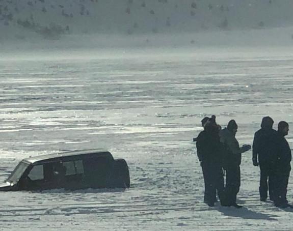 Vozao se po zaleđenom jezeru i propao kroz led