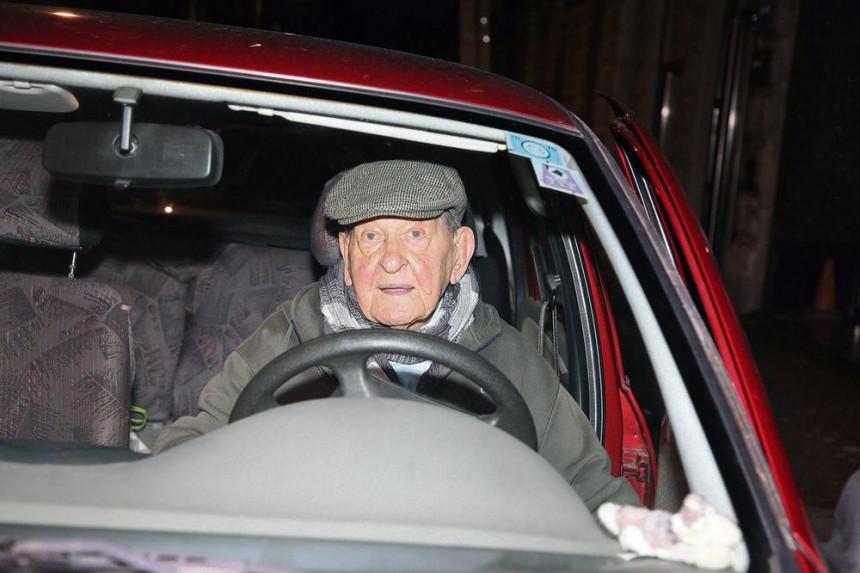 Vlasta Velisavljević u 94. godini potpuno sposoban za vožnju!