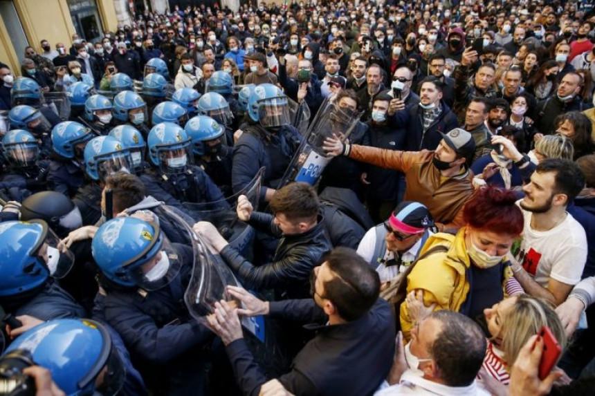 Sukob ugostitelja i policije ispred parlamenta