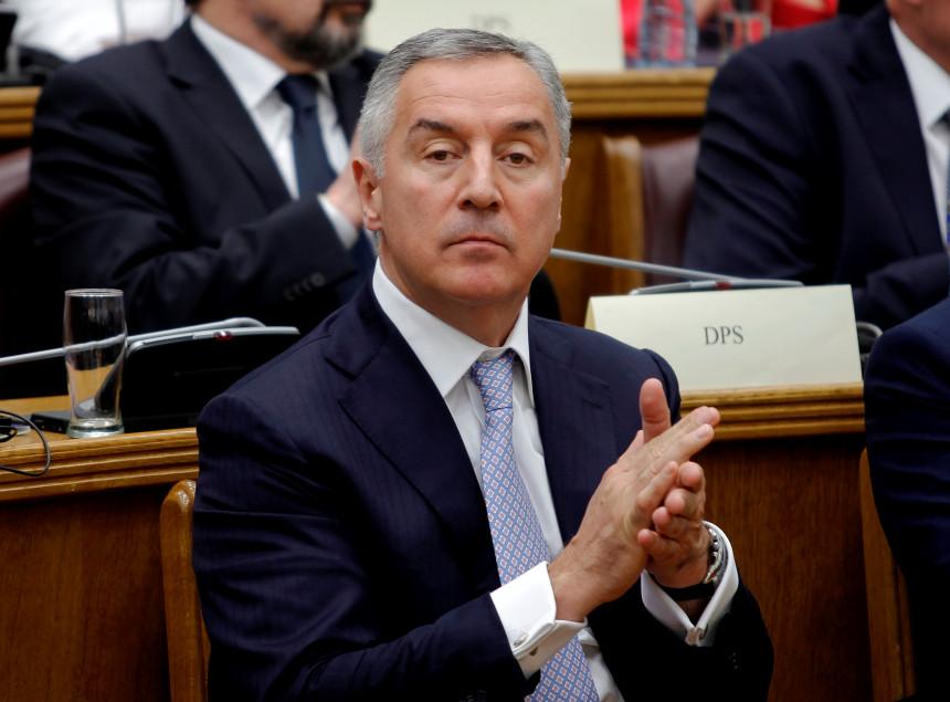 Мило Ђукановић поново пријети оружјем и шумом