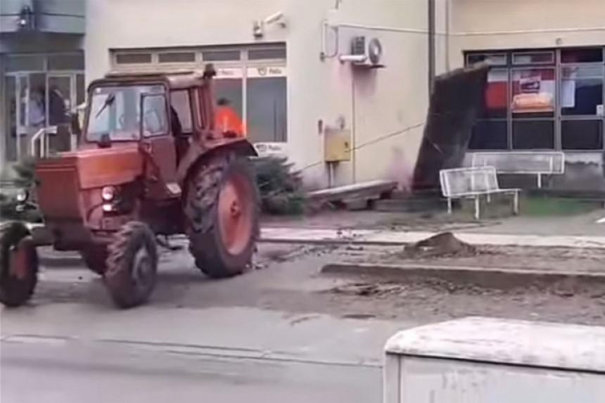 """Traktorom srušili spomenik: """"Evo vam, četnici"""""""