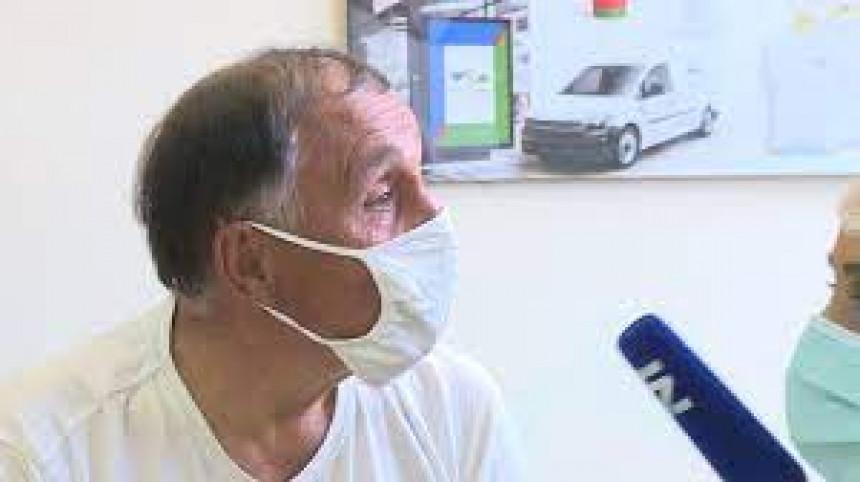 "Video postao hit: Nišlija primio ""Rajfajzen"" vakcinu"