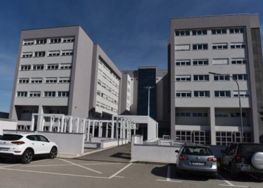 Pacijent preminuo nakon skoka sa 5. sprata UKC-a