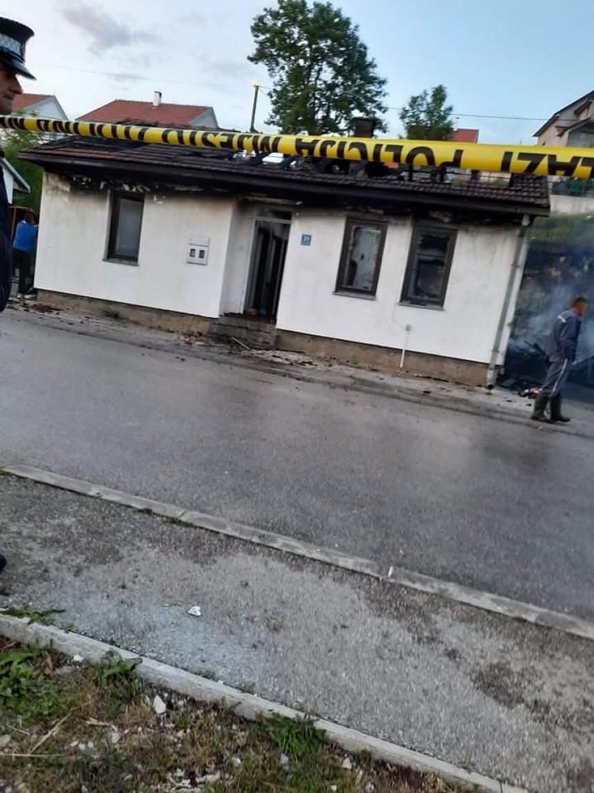 Nakon roštilja, požar progutao dvije kuće u Gacku (VIDEO)