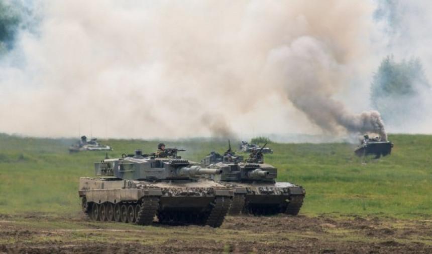 Naređena mobilizacija - Rusi ukopali tenkove na granici