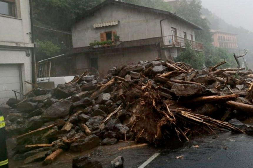 Италијански град блокирало олујно невријеме
