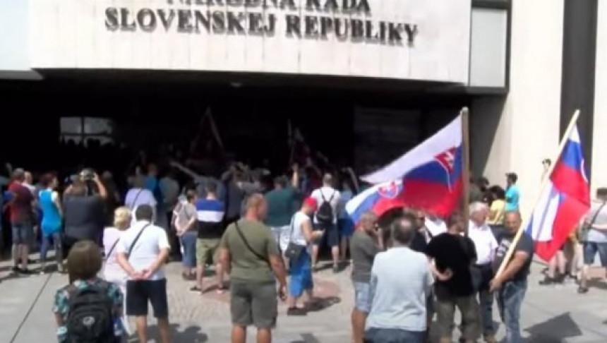 Stotine građana na ulicama Bratislave zbog vakcinacije