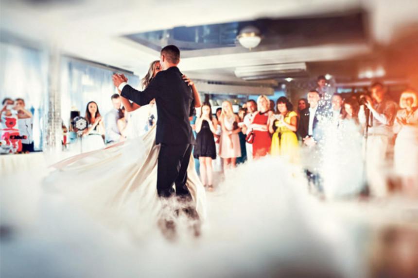 Inspektori upadaju na svadbe i zatvaraju restorane