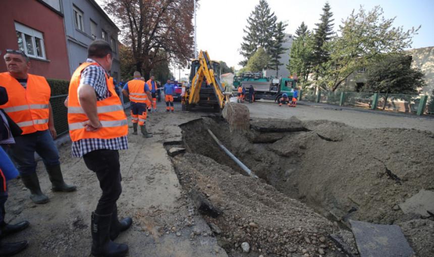 Zagreb: Poplava, voda dizala asfalt na ulicama