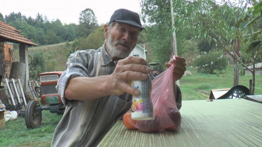 """Preko 30 godina jede samo buđavu hranu i kaže da se oseća kao """"čigra""""!"""